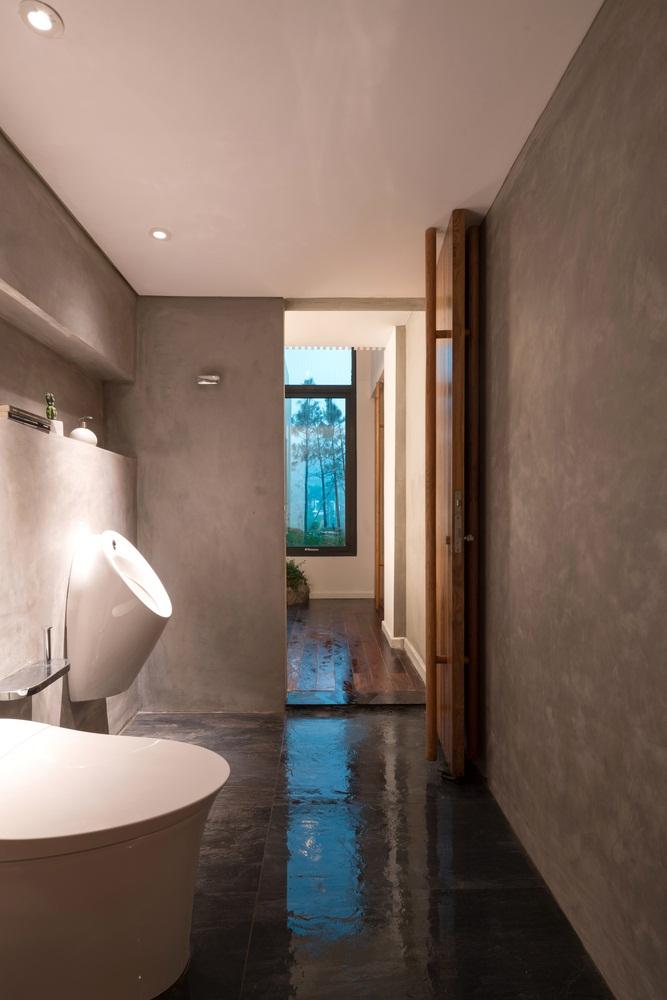 Teak-House-–-A-modern-wooden-house-design-interplay-between-culture-and-environment-13