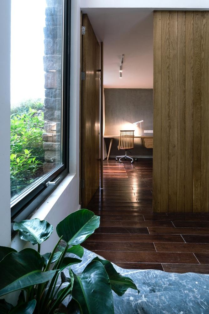 Teak-House-–-A-modern-wooden-house-design-interplay-between-culture-and-environment-11
