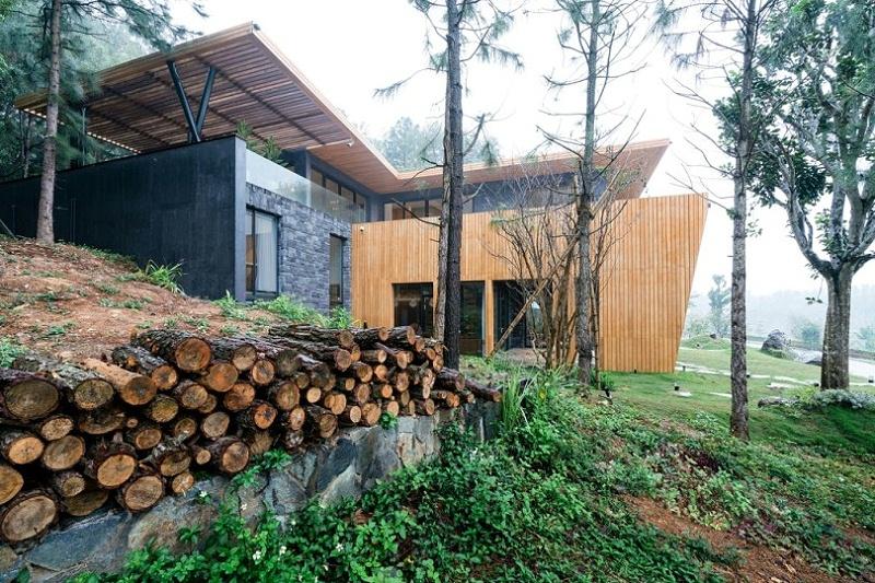 Teak-House-–-A-modern-wooden-house-design-interplay-between-culture-and-environment-3
