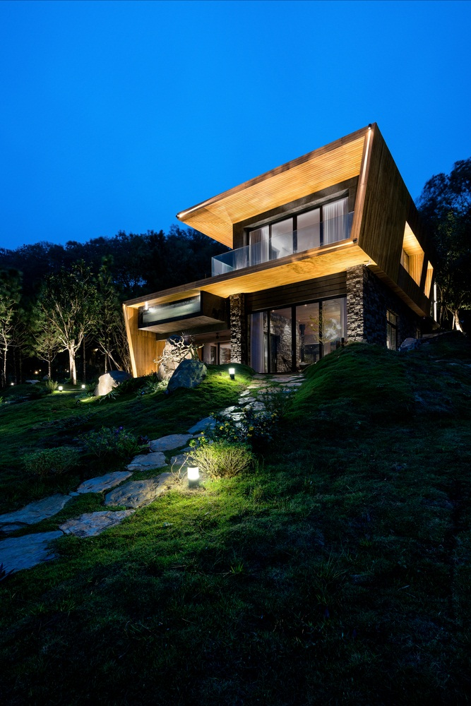 Teak-House-–-A-modern-wooden-house-design-interplay-between-culture-and-environment-4