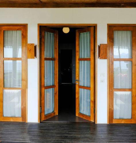 木材和玻璃柚木木材主双门设计