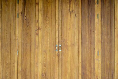 条纹柚木门