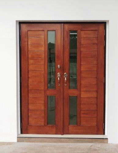 柚木门与细长玻璃板