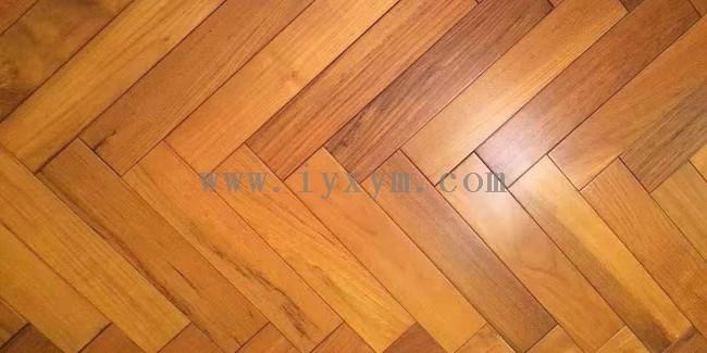 整木全屋定制中木地板的铺法