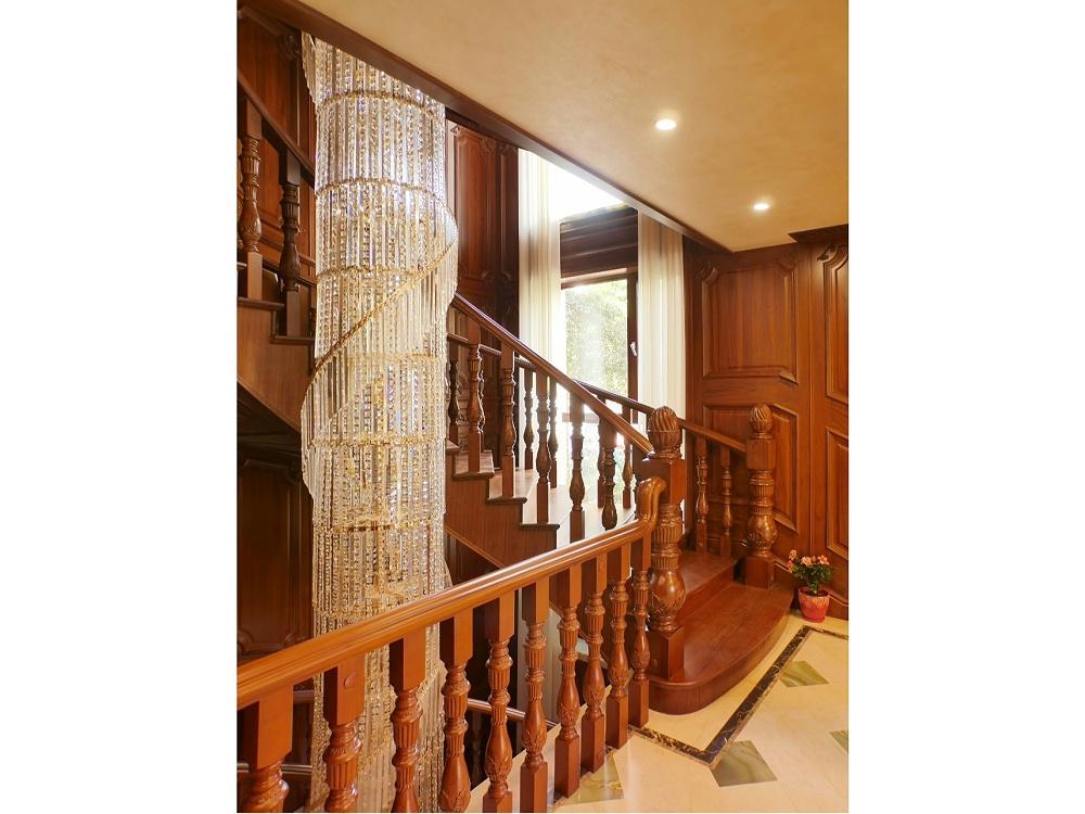 楼梯间柚木楼梯04