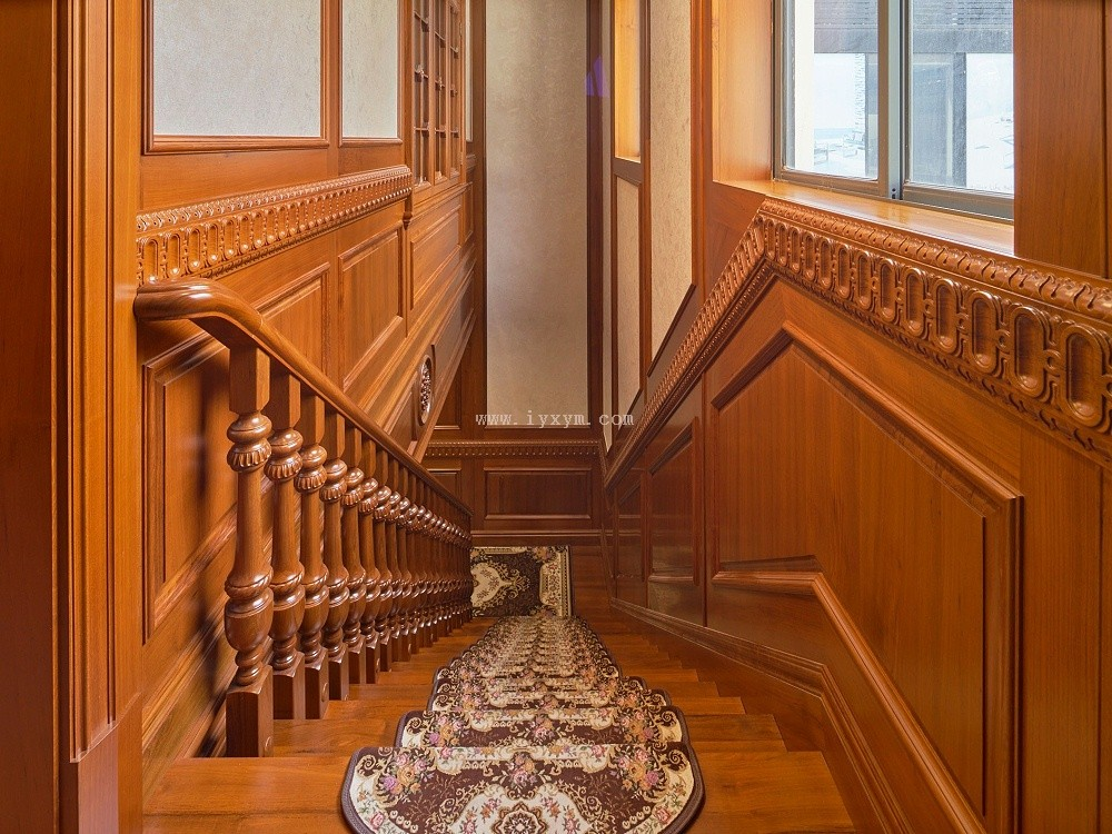 楼梯间柚木楼梯02