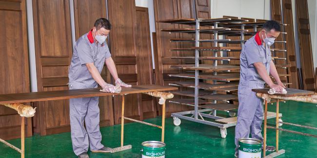 实木全屋定制中自动喷漆和手动喷漆的区别